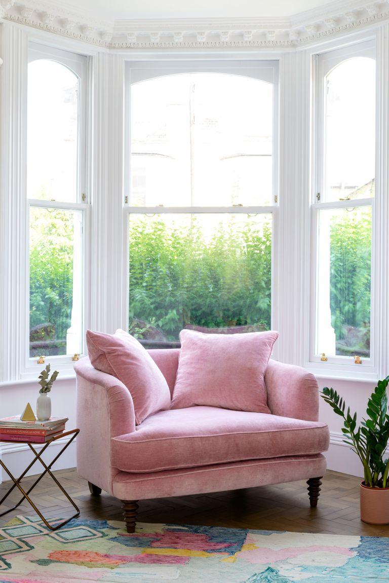 chọn mua sofa mới màu hồng phấn