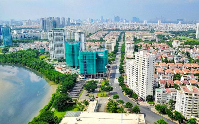 Ảnh trên cao một góc thành phố gồm một số tòa chung cư cao tầng, con đường lớn, nhiều ngôi nhà mái đỏ.  Gỡ nút thắt cho thị trường bất động sản Việt Nam giữa dịch Covid 20200408082711 b565