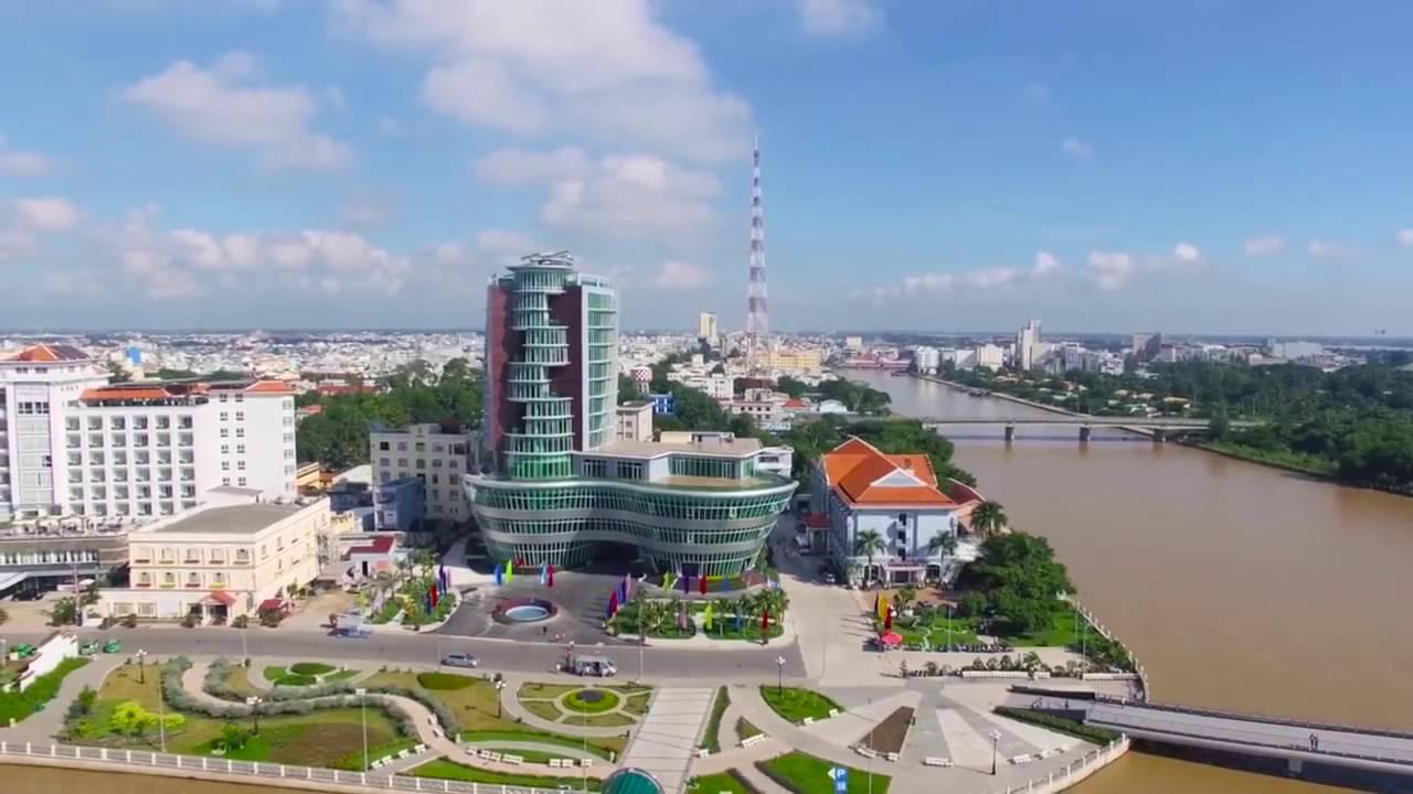 thành phố Cần Thơ với nhiều công trình nằm ven sông
