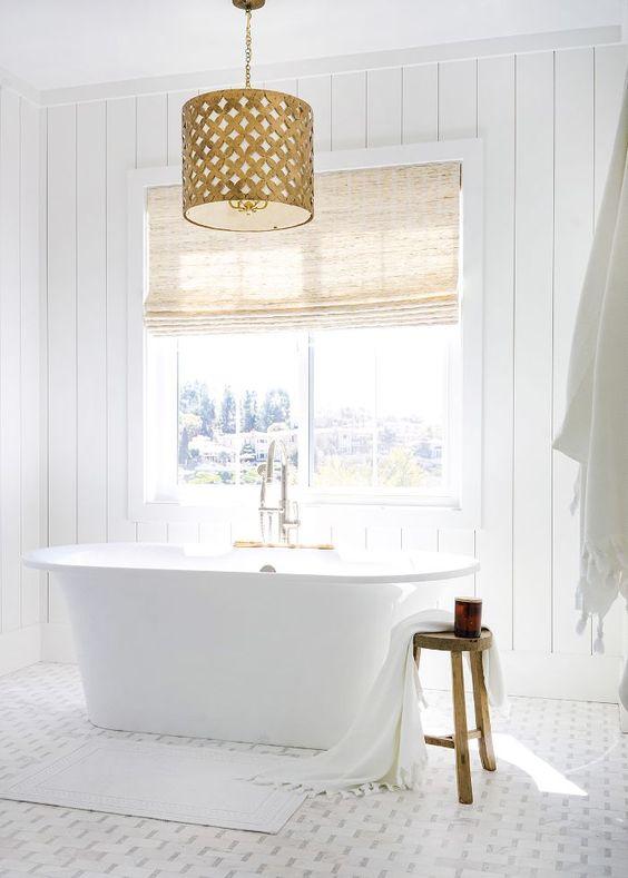 phòng tắm màu trắng tinh