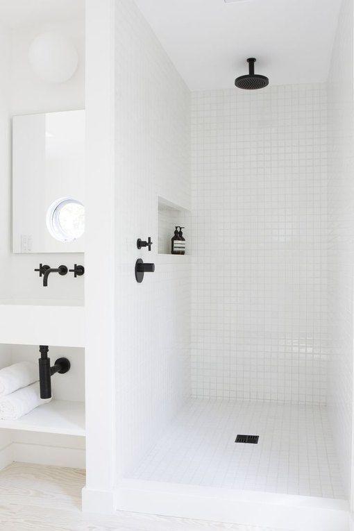 mẫu thiết kế phòng tắm màu trắng