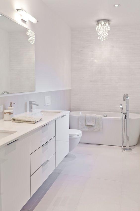 phòng tắm trắng tinh