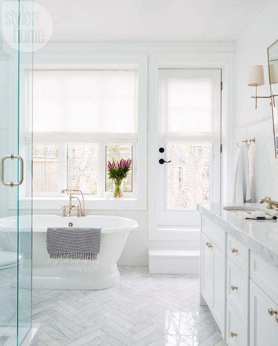 phòng tắm màu trắng phong cách truyền thống