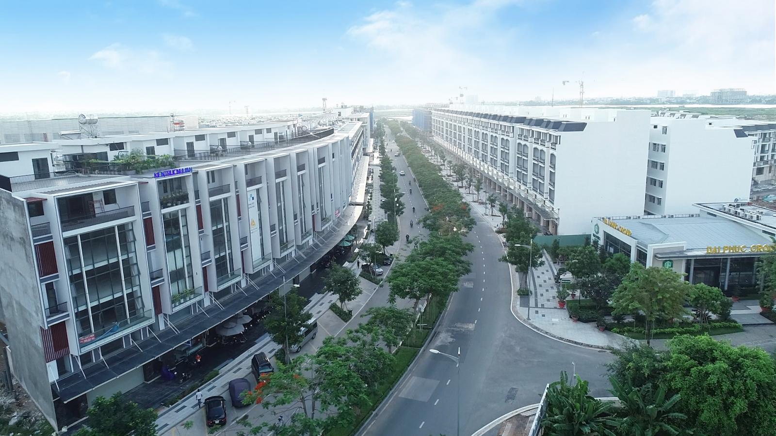 Những dãy nhà liên kế nằm hai bên đường trong một khu đô thị.