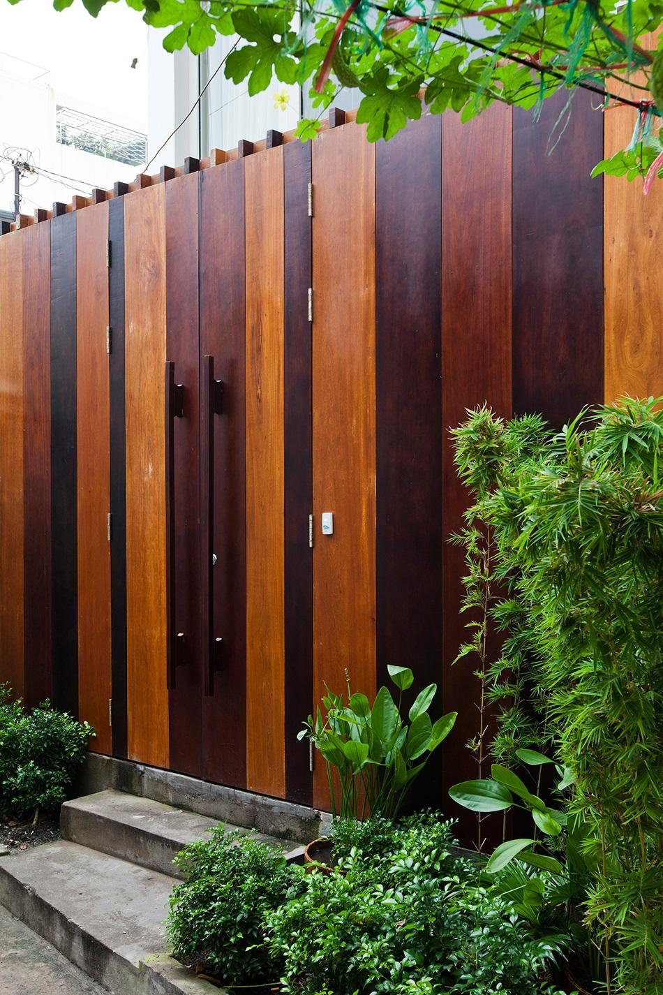 cổng gỗ