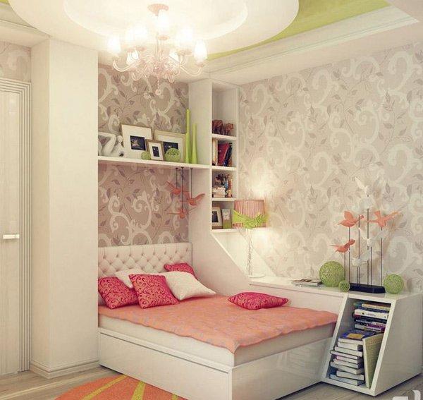 Phòng ngủ có giường, giá sách, kệ trang trí