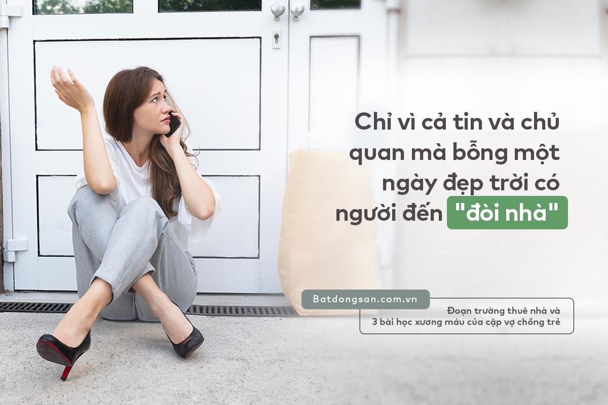 Hình ảnh người phụ nữ ngồi nghe điện thoại với gương mặt buồn bã