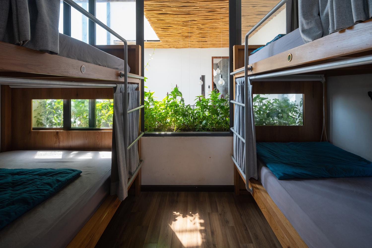 Giường tầng trong phòng ngủ tập thể