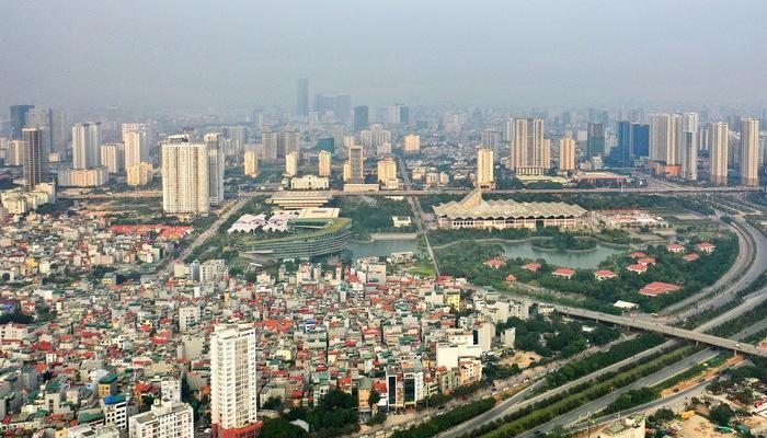 Ảnh chụp một góc thành phố với các tòa nhà cao tầng, con đường