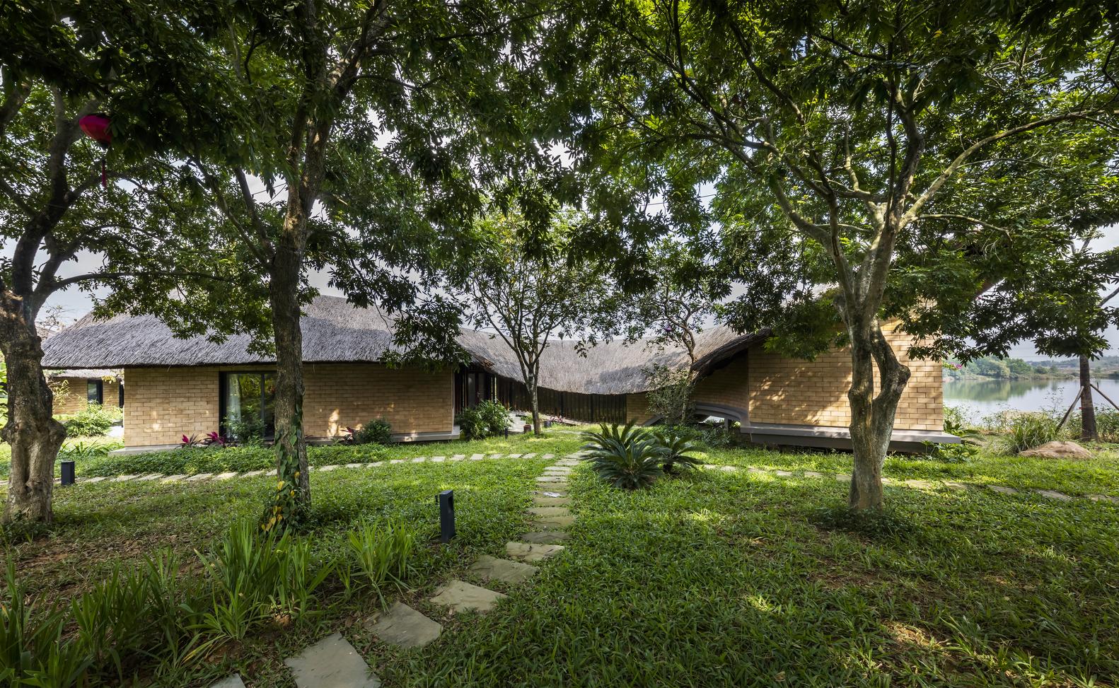 Ngôi nhà giữa vườn cây ăn quả