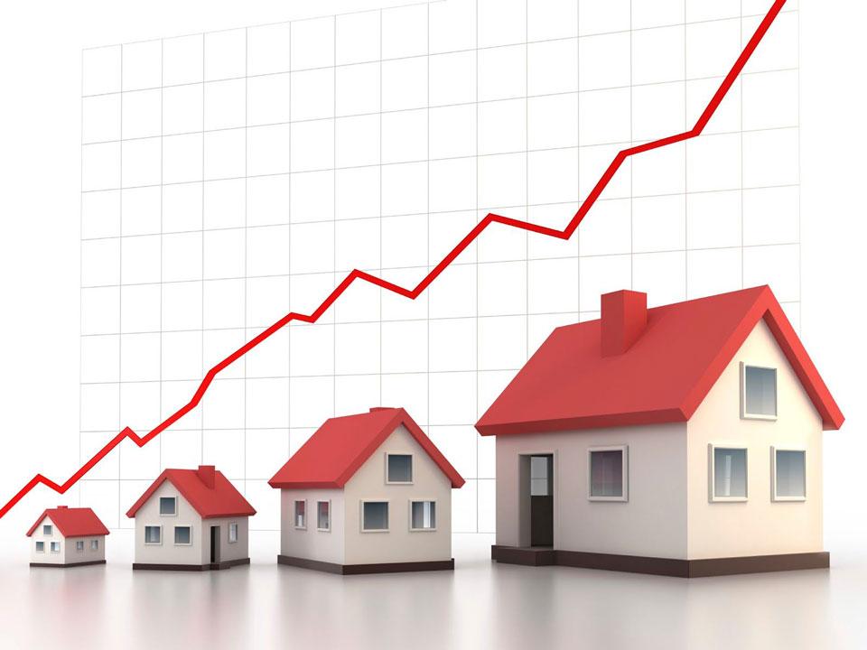 3 ngôi nhà và hình mũi tên minh họa vay mua nhà trả góp