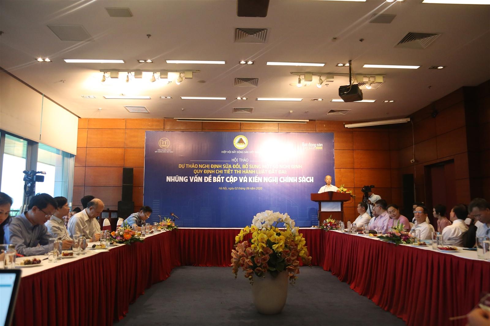 Các diễn giả tại hội thảo về phân lô bán nền.
