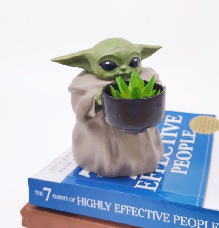 Chậu cây hình baby Yoda