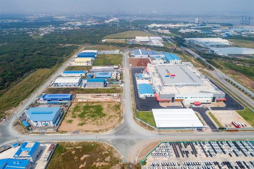 Khu bất động sản công nghiệp có nhiều nhà xưởng.