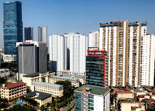 Bất động sản Hà Nội với nhiều tòa nhà cao tầng dày đặc.
