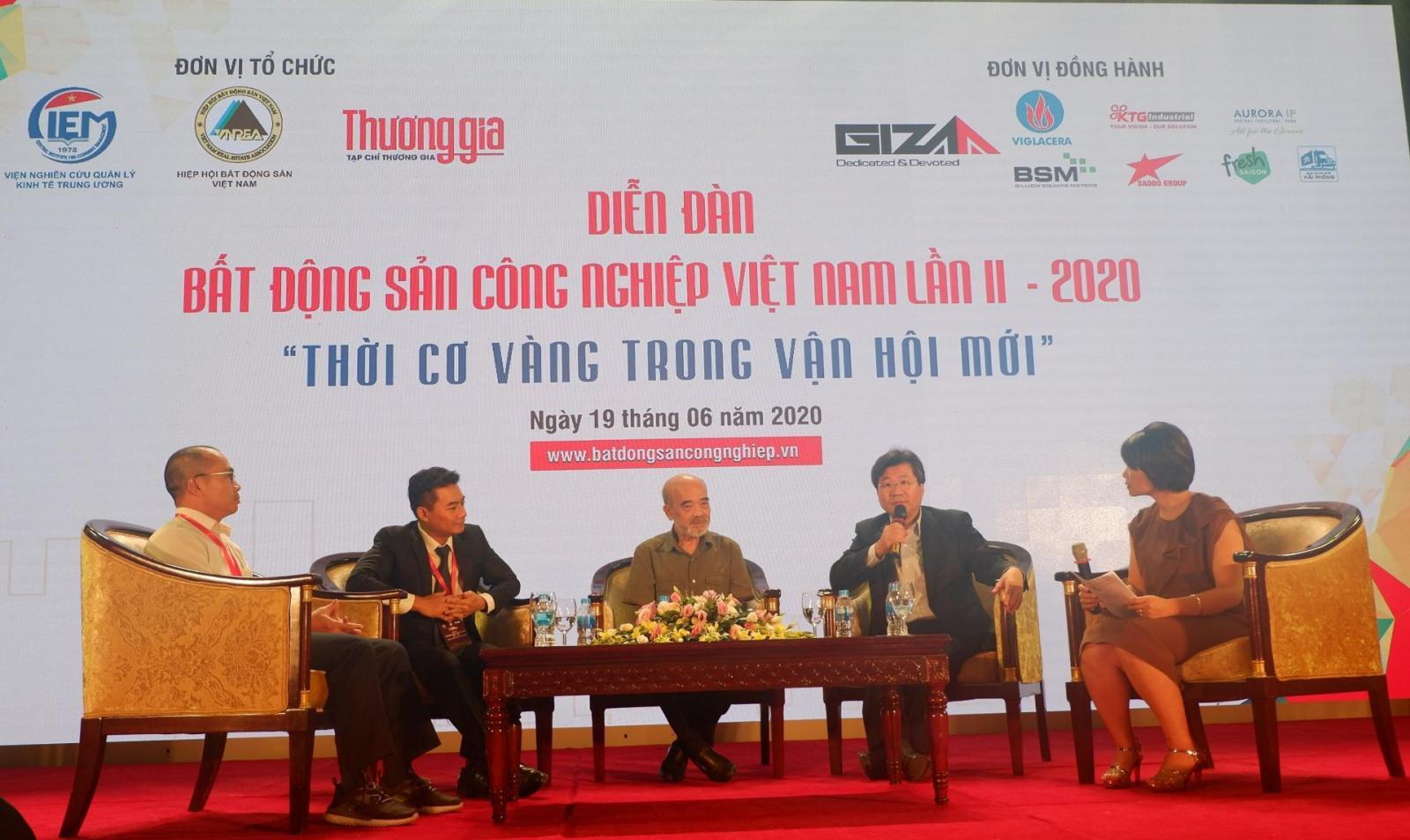 Các chuyên gia tại hội thảo về bất động sản công nghiệp Việt Nam