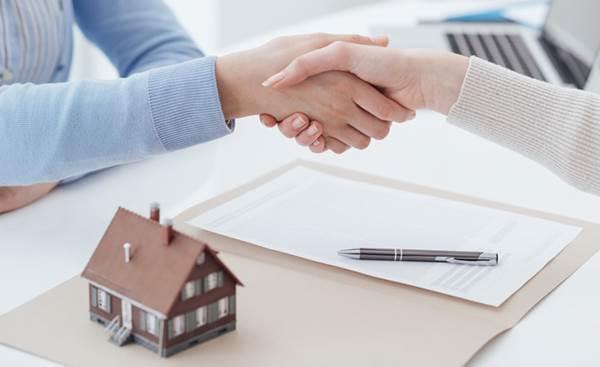 Bắt tay nhau ký hợp đồng góp vốn bằng nhà ở