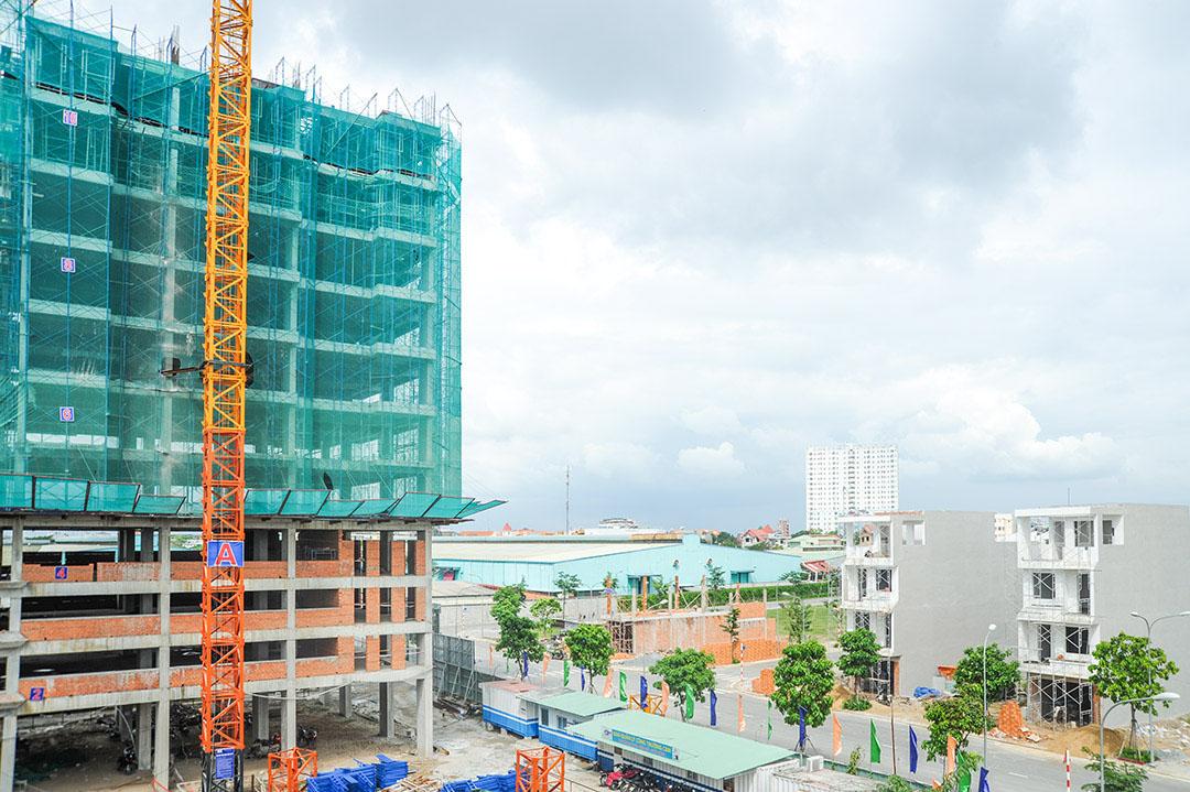 Công trường dự án bất động sản đang triển khai.