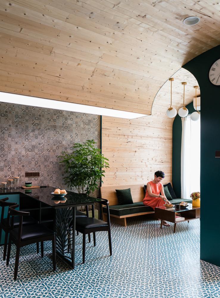 Nội thất phòng khách được thiết kế khá đơn giản nhưng không kém phần tinh tế.