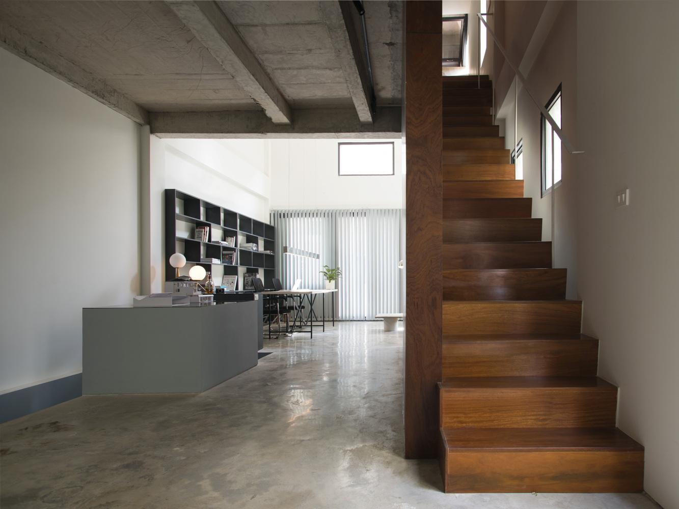 Văn phòng làm việc tại nhà được thiết kế theo phong cách công nghiệp