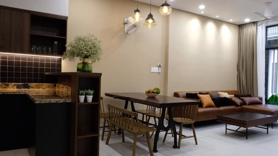 Không gian phòng khách và bếp