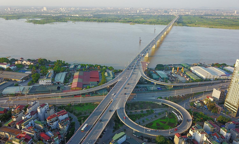 Toàn cảnh cầu Vĩnh Tuy bắc qua sông Hồng
