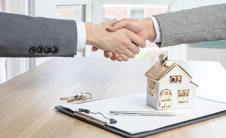 Bắt tay nhau hợp tác bán nhà đang cho thuê.