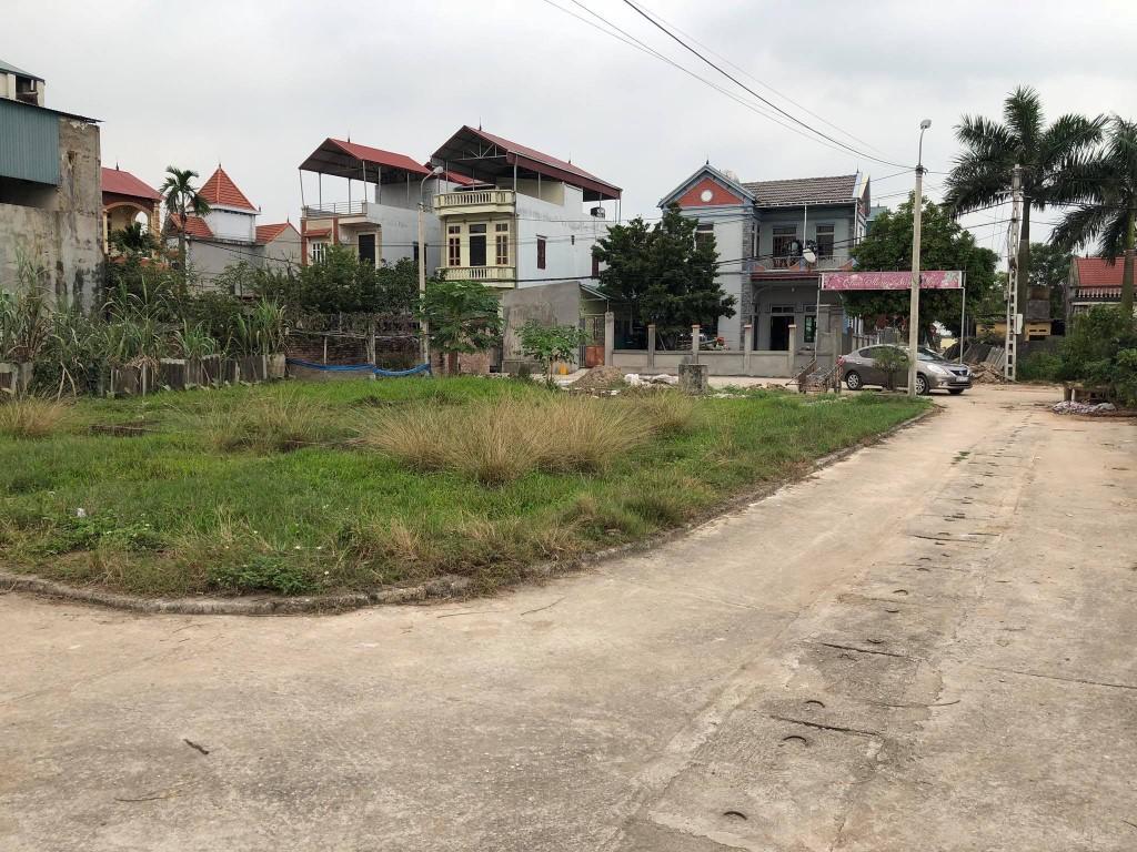 mảnh đất thổ cư có nhiều nhà xung quanh