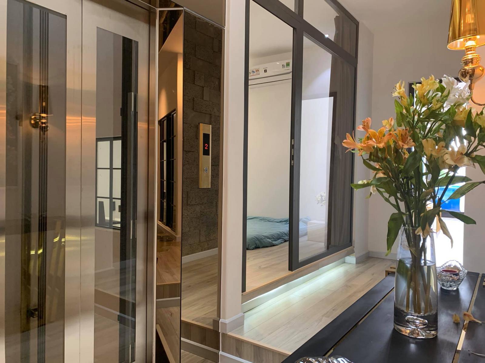 Phòng ngủ cho khách cạnh thang máy