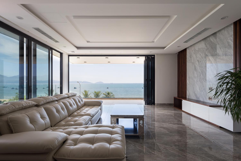 Phòng khách có view biển