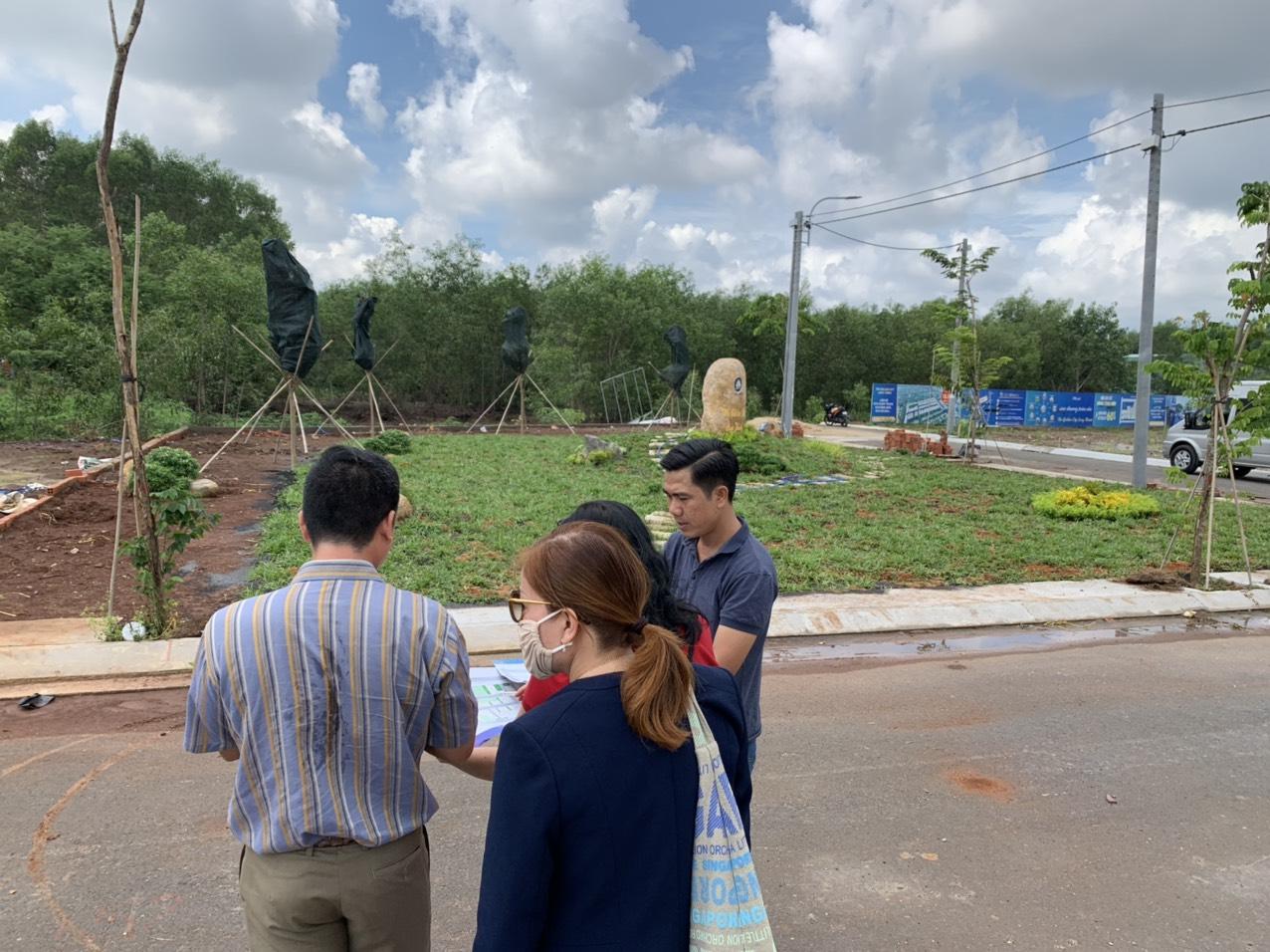 Nhà đầu tư xem dự án bất động sản vùng ven, tại Đồng Nai