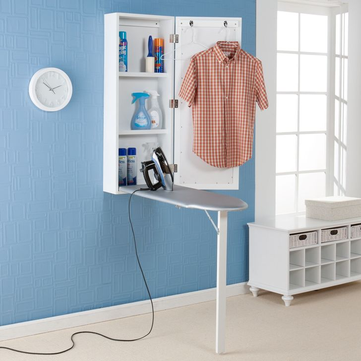 Tủ nhỏ gắn tường cất bàn là và dụng cụ liên quan