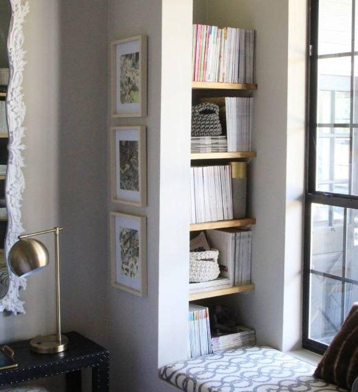 Tận dụng góc trống cạnh tường làm giá sách mở