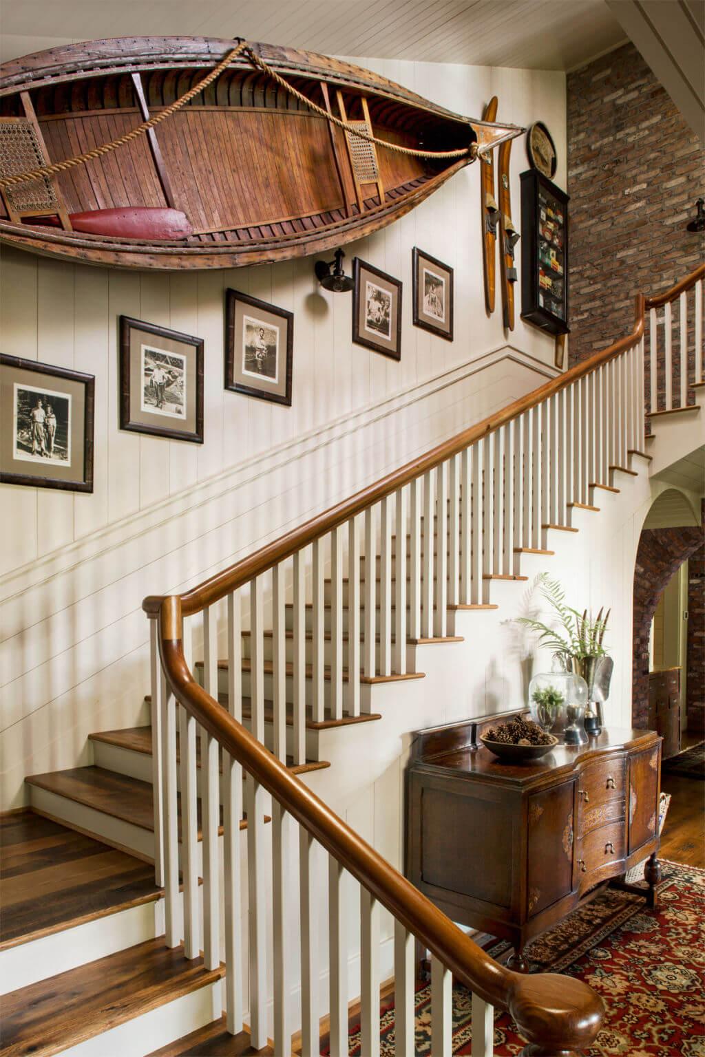 trang trí cầu thang bằng ảnh kỷ niệm