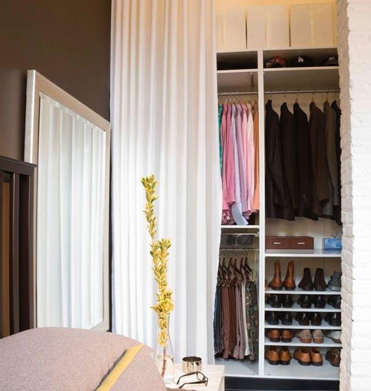 Hệ thống tủ mở giấu sau rèm