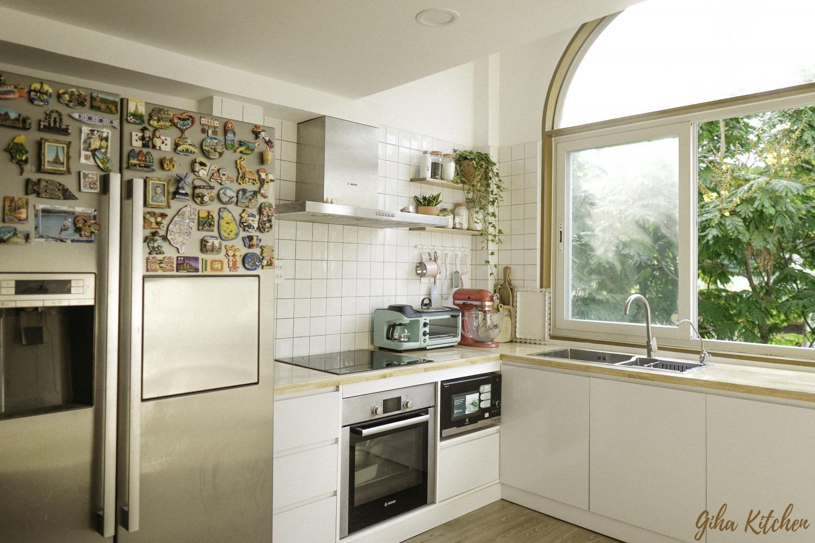 Phòng bếp sáng sủa sau cải tạo