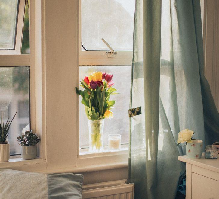 Để rèm mở cả ngày có thể khiến đồ nội thất gỗ nhanh hỏng