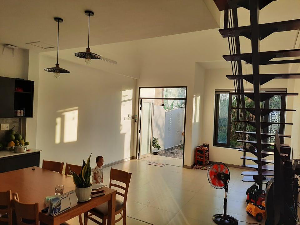 Phòng khách và bếp nhà cấp 4