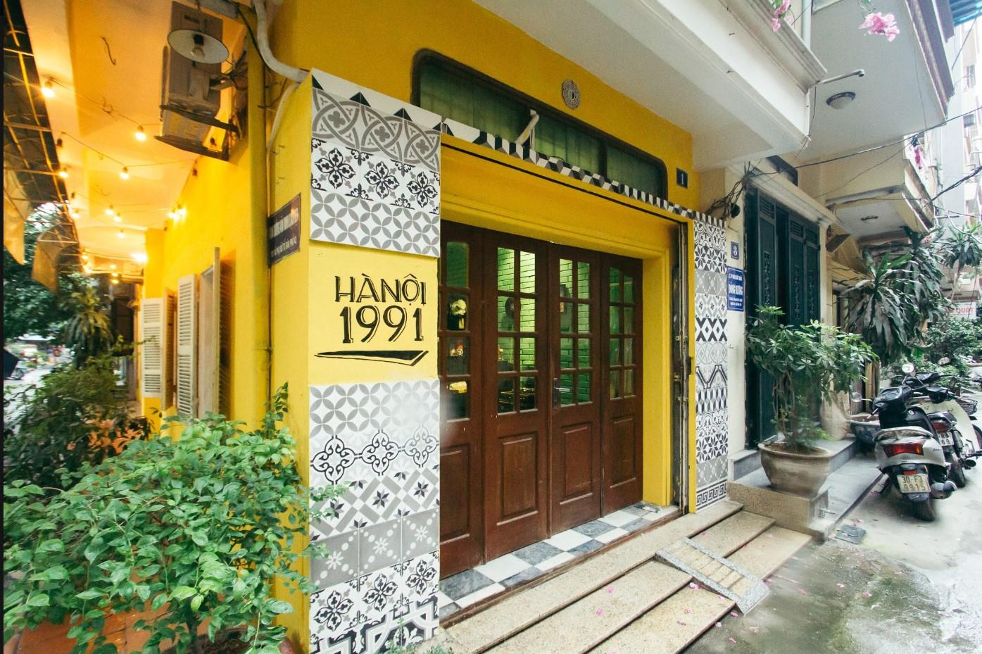 Mặt tiền ngôi nhà phong cách Hà Nội thập niên 90