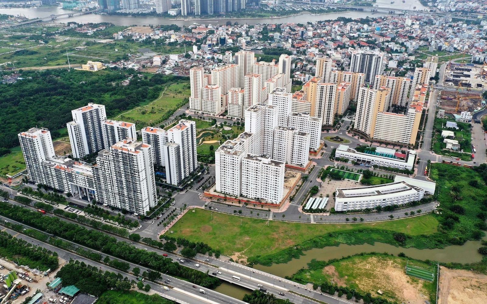 nhiều toà nhà cao tầng trong thành phố
