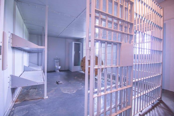 Phòng giam có giường tầng