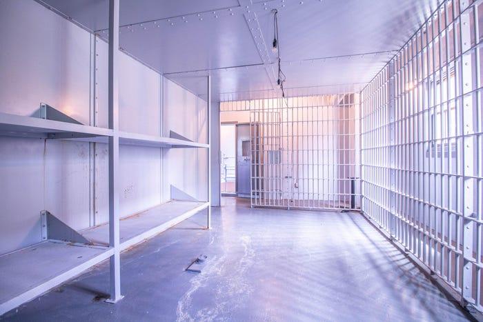 Bên trong một phòng giam