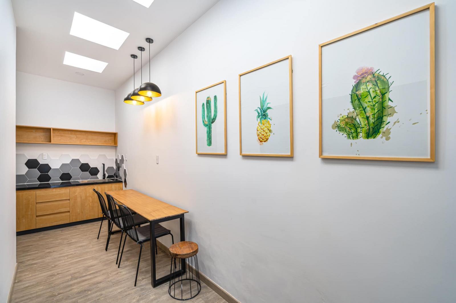 Không gian phòng bếp và bàn ăn