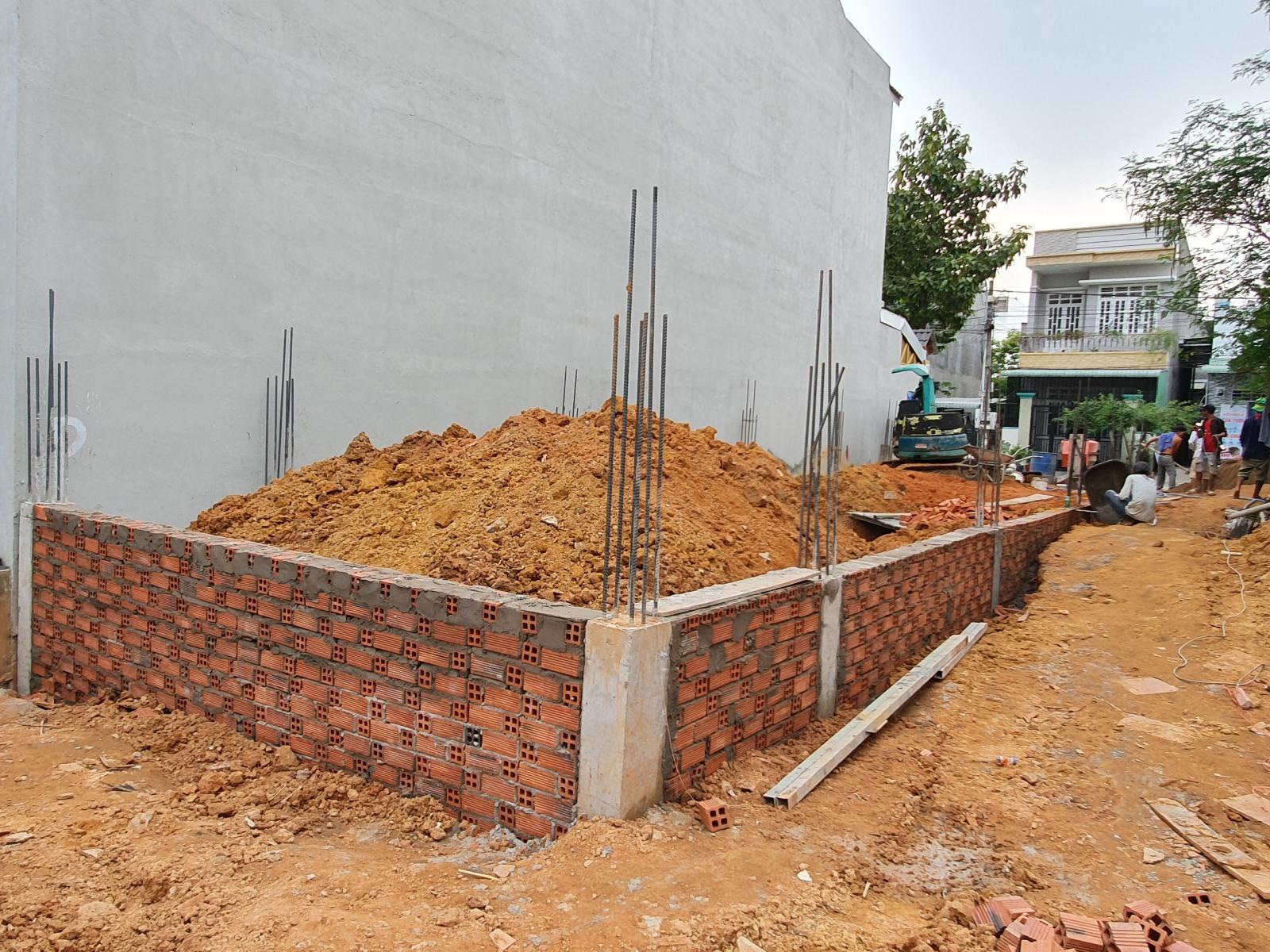 Tiến hành xây hố móng