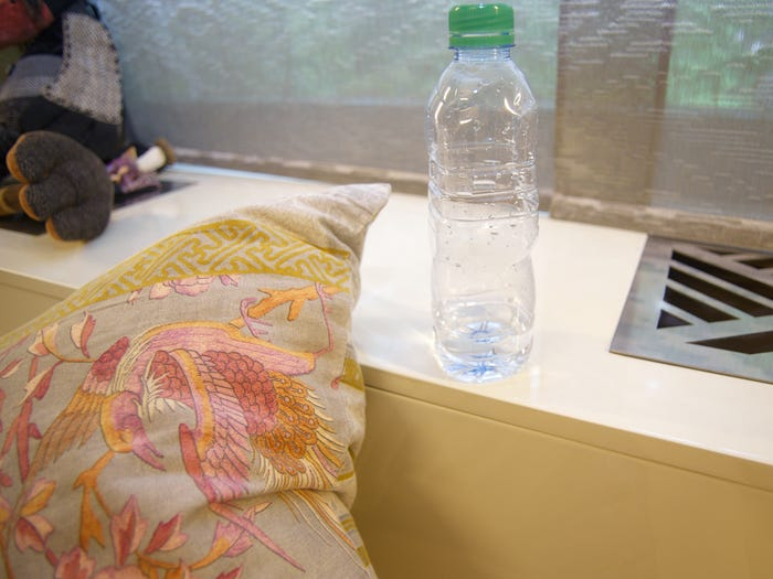 Ăn uống trong phòng ngủ là thói quen gây mất vệ sinh