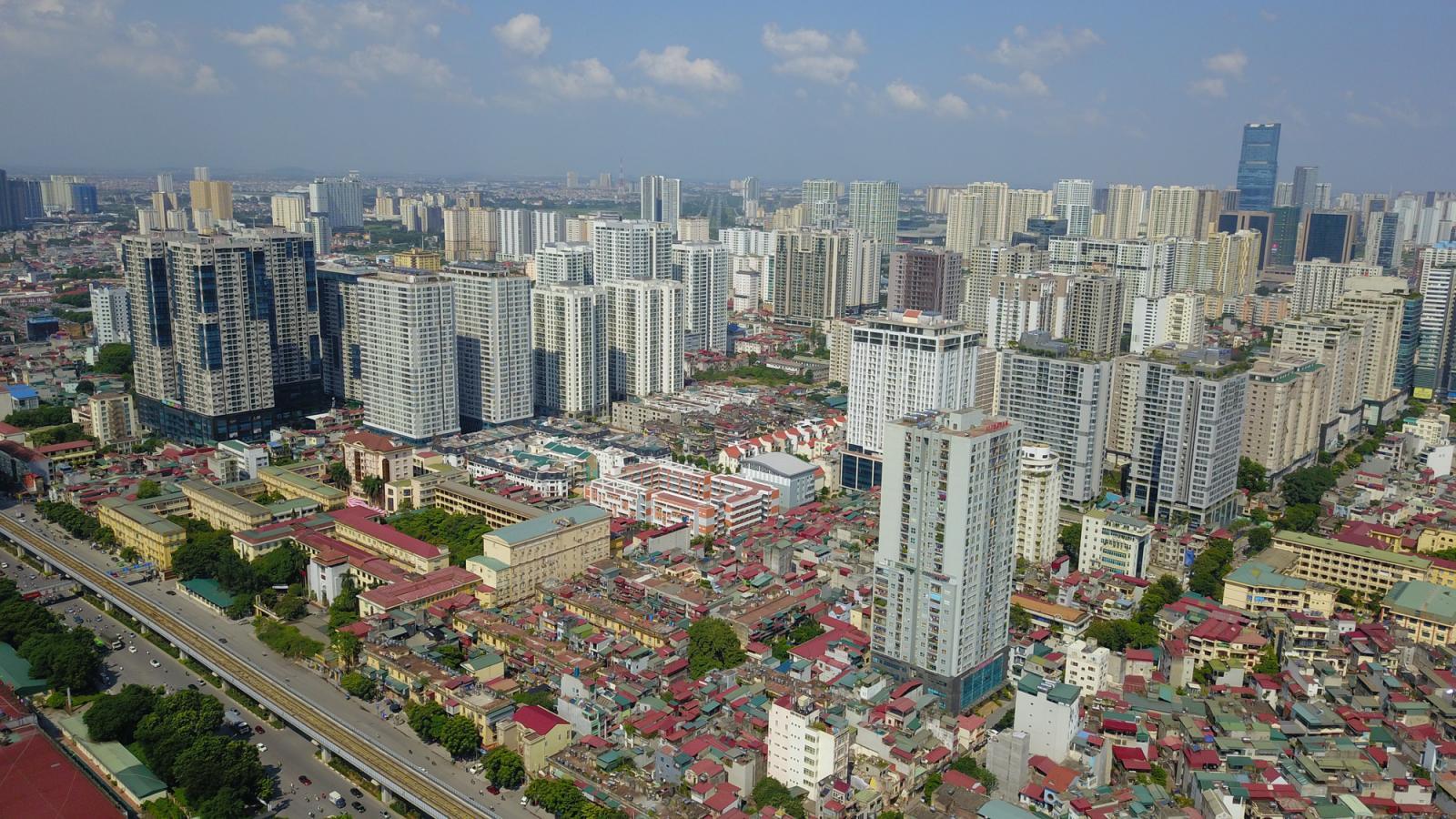 nhà ở cao tầng và thấp tầng nằm trong thành phố