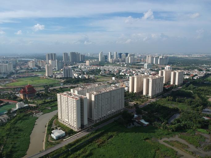 nhiều tòa nhà cao tầng nhìn từ trên cao
