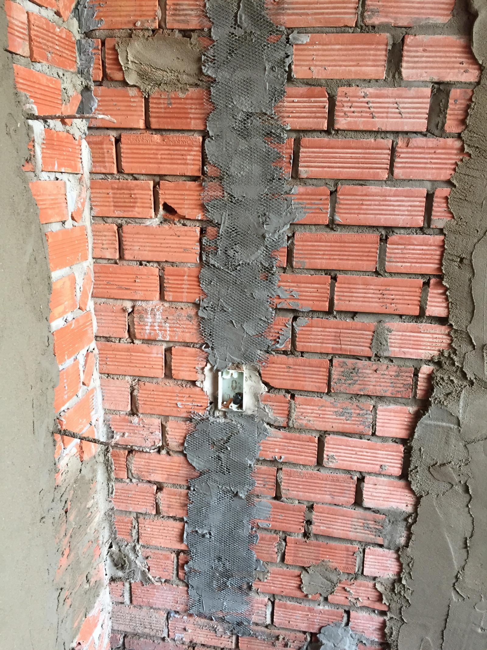 Dùng lưới mắt cáo để thi công điện nước âm tường