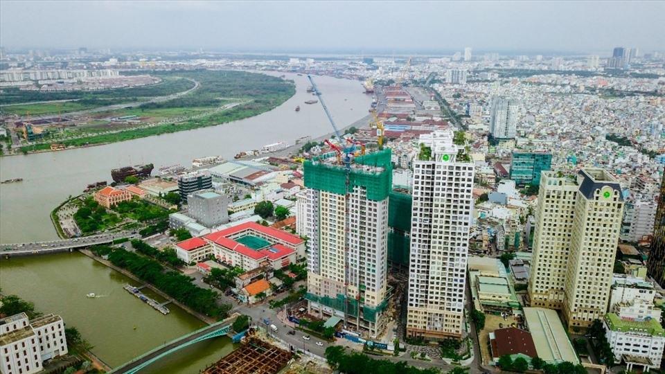 toản cảnh thành phố ven sông