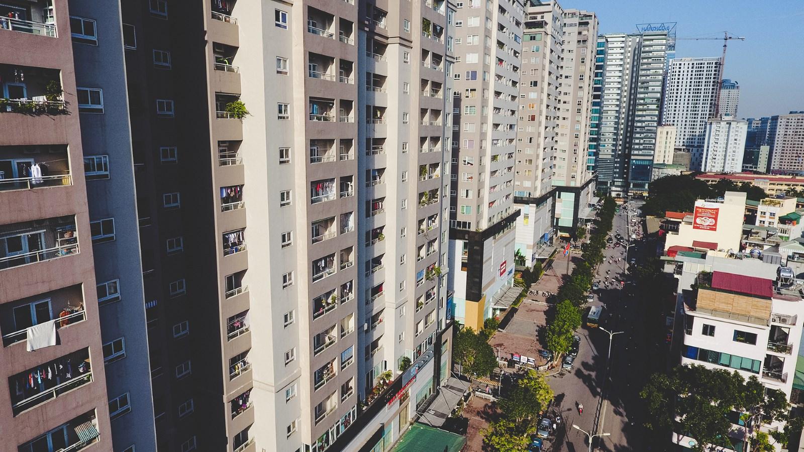 nhiều tòa nhà chung cư cao tầng nằm san sát